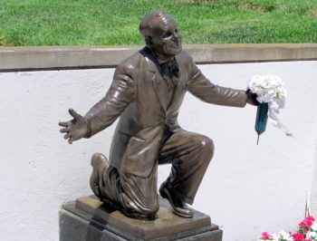 """Statue of Al Jolson at his final resting place shows the singer in his signature stance from """"The Jazz Singer.""""  (Edmon J. Rodman)"""