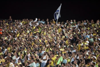 Fans of Beitar Jerusalem FC celebrate the winning in the State Cup in Ramat Gan Stadium on May 13, 2008. (Kobi Gideon/FLASH90)