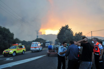 At least 40 Israelis have been killed in a forest fire in northern Israel described as out of control, Dec. 2, 2010. (Flash90)