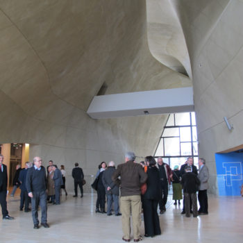 Interior of the Museum of the History of Polish Jews in Warsaw showing swooping walls. (Ruth Ellen Gruber)