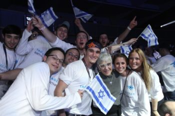 Birthright Israel participants gather around philanthropist Lynn Schusterman, a Birthright donor, at a Birthright event in Jerusalem, Jan. 6, 2010. (Birthright)