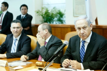 Israeli Prime Minister Benjamin Netanyahu leading the weekly cabinet meeting at his office in Jerusalem, March 10, 2013.  (Miriam Alster/FLASH90)