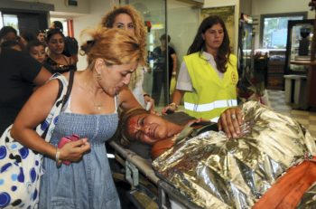 Survivors of the terror attack on the Israeli tour bus in Burgas, Bulgaria, returning to Israel with the help of the Israeli Air Force, July 19, 2012.  (Yossi Zeliger/FLASH90)