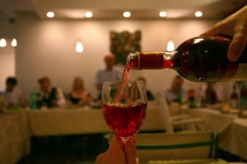 At a sober seder, grape juice replaces the traditional red wine.  (Chen Leopold/Flash 90)