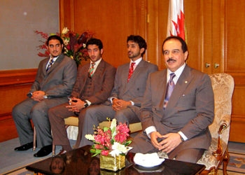 Bahraini King Hamad bin Issa al-Khalifa, right, with his sons, addresses expatriate Jewish Bahrainis at a meeting in New York on Nov. 11, 2008. (Ron Kampeas)