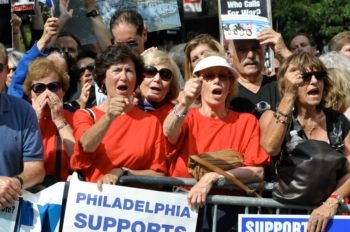 Hadassah members take part in a rally Sept. 24, 2009 near the United Nations against Iranian President Mahmoud Ahmadinejad and the regime in Tehran. (Courtesy of Hadassah)