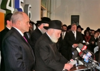 Rabbi Yehuda Krinsky, the head of Chabad's outreach department, addresses a crowd of international media at a news conference Nov. 28, 2008, shortly after the deaths of Gavriel and Rivkah Holzberg became official. (Jacob Berkman)