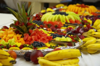 The new dining program at Union for Reform Judaism's Kutz Camp features lots of fresh fruit and vegetables. (Courtesy URJ Kutz Camp)