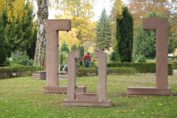 Workers constructing the memorial to be dedicated Nov. 15, 2009 in Grossburgwedel, Germany. (Courtesy of the town of Burgwedel)